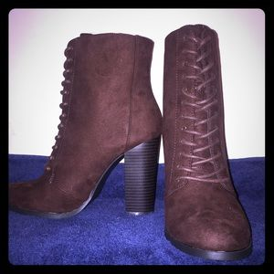 Size 8 JustFab Booties